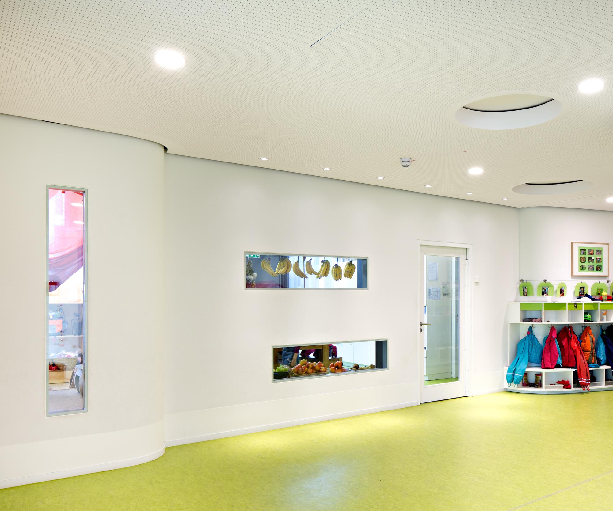 Eingesetzt als Fertigfenster für Kitas, bietet Planline Schutz und Sicherheit.
